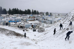 image.adapt.960.high.syria_refugees_snow_02a