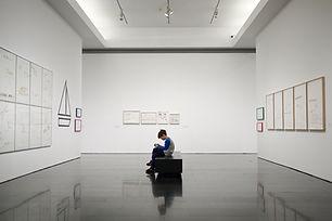 박물관의 어린 소년