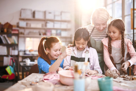 ART-BASED CBT THERAPY FOR GIRLS (AGES 10-12)
