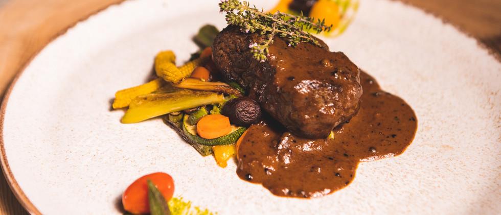 Main_Beef_Steak_Gastro_Pub-09.jpg