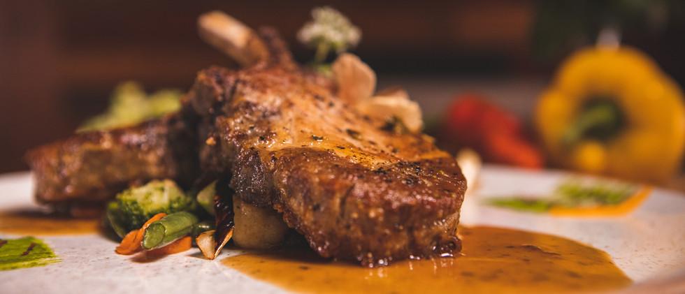 Main_Pork_Chop_Knights_Gastro_Pub-01.jpg