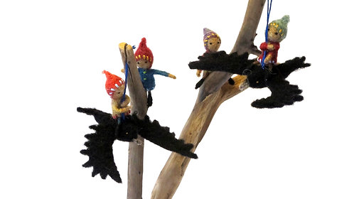 Ravens  (sold individually) - Shown with elves which are sold separately.