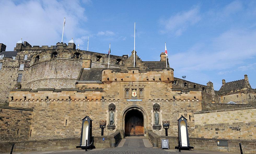Visit to Edinburgh Castle and Vintage Bus Sparkling Afternoon Tea