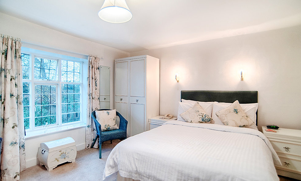 One Night Coastal Escape and Bottle of Prosecco for Two