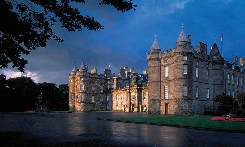 Visit to Palace of Holyroodhouse and Vintage Bus Afternoon Tea