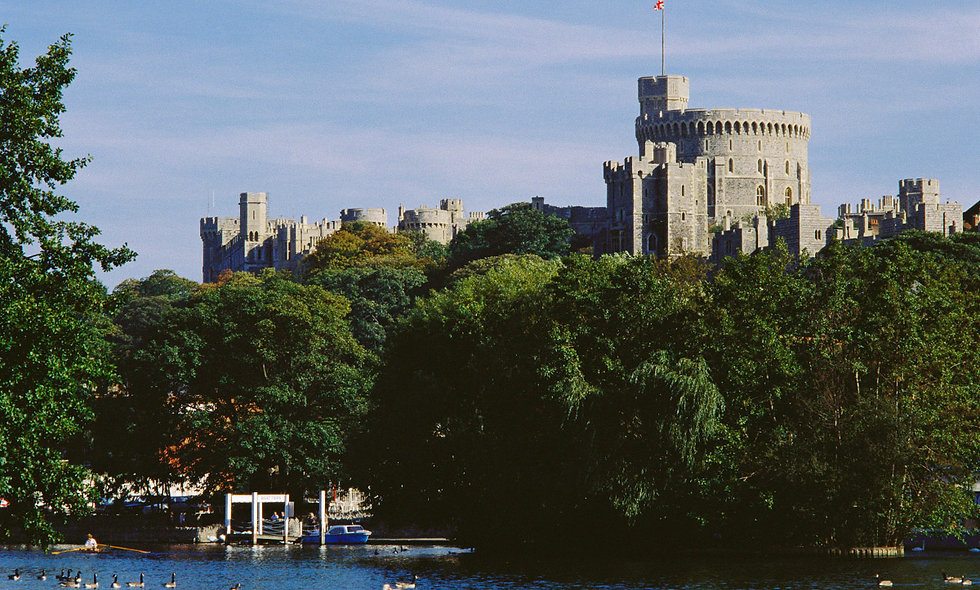 Visit to Windsor Castle and Afternoon Tea Cruise