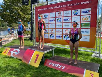 Natalia Hidalgo, subcampeona de España de Triatlón Sprint Júnior, y Laura Durán, bronce en Sub23