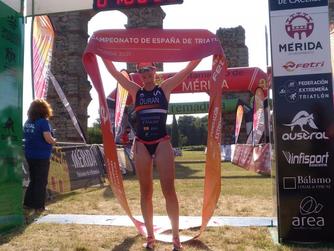 Laura Durán ganan el Triatlón de Mérida, primer clasificatorio para el Campeonato de España Sprint