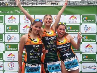 El equipo femenino de Tritones Murcia, campeonas de España de duatlón escolar por relevos