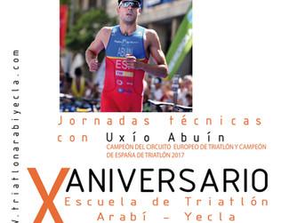 La escuela del Club Triatlón Arabí - Yecla Catlike celebra su décimo cumpleaños con Uxío Abuín
