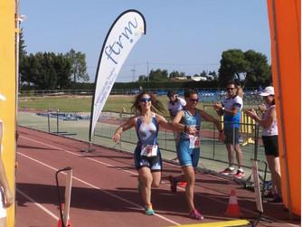 Leonor Fernández gana el triatlón de la Mujer en Alhama de Murcia