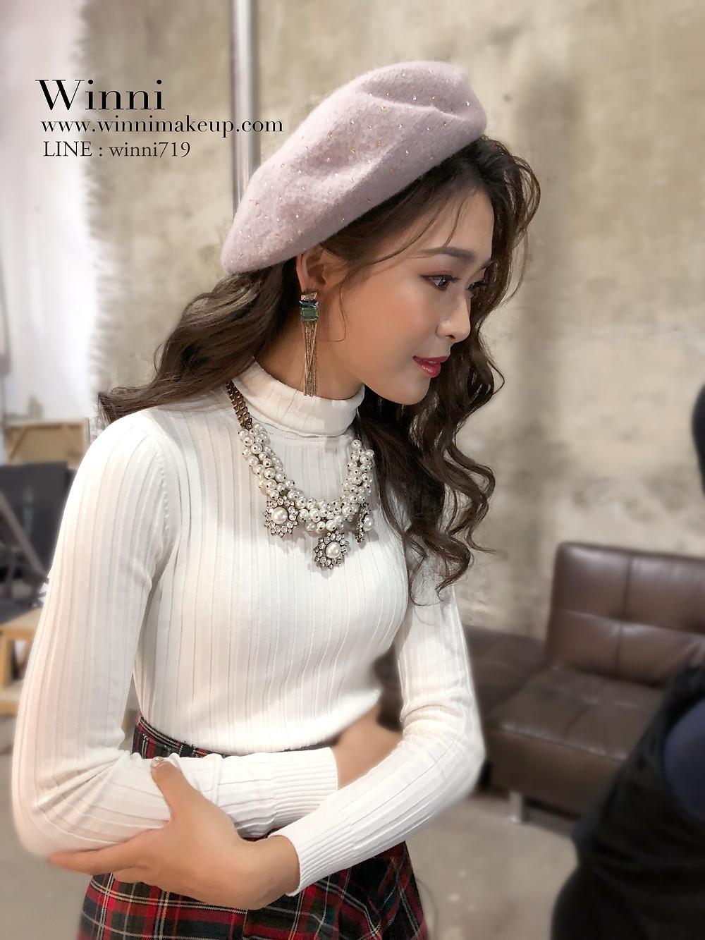 #大波浪造型 #華麗優雅造型 #捲髮造型 #女生帽子造型 #針織帽 #眼妝 #大項鍊造型