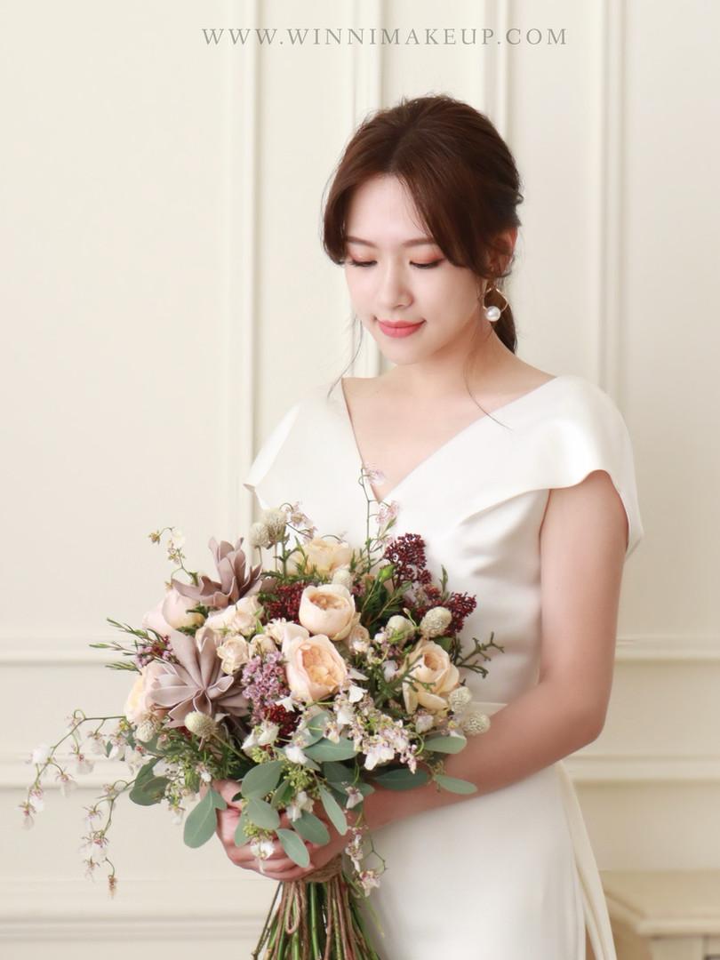 #白紗造型 #低馬尾造型 #自助婚紗.鮮花捧花束