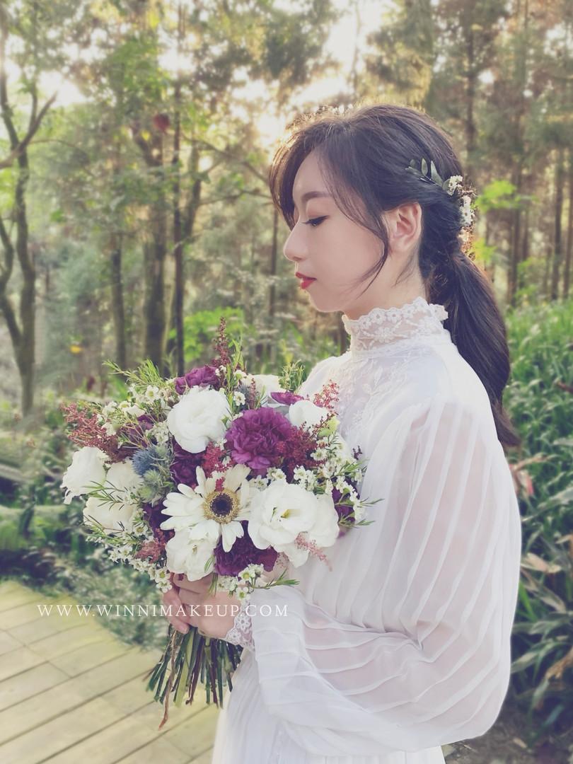 白紗造型 低馬尾造型 自助婚紗.鮮花捧花束