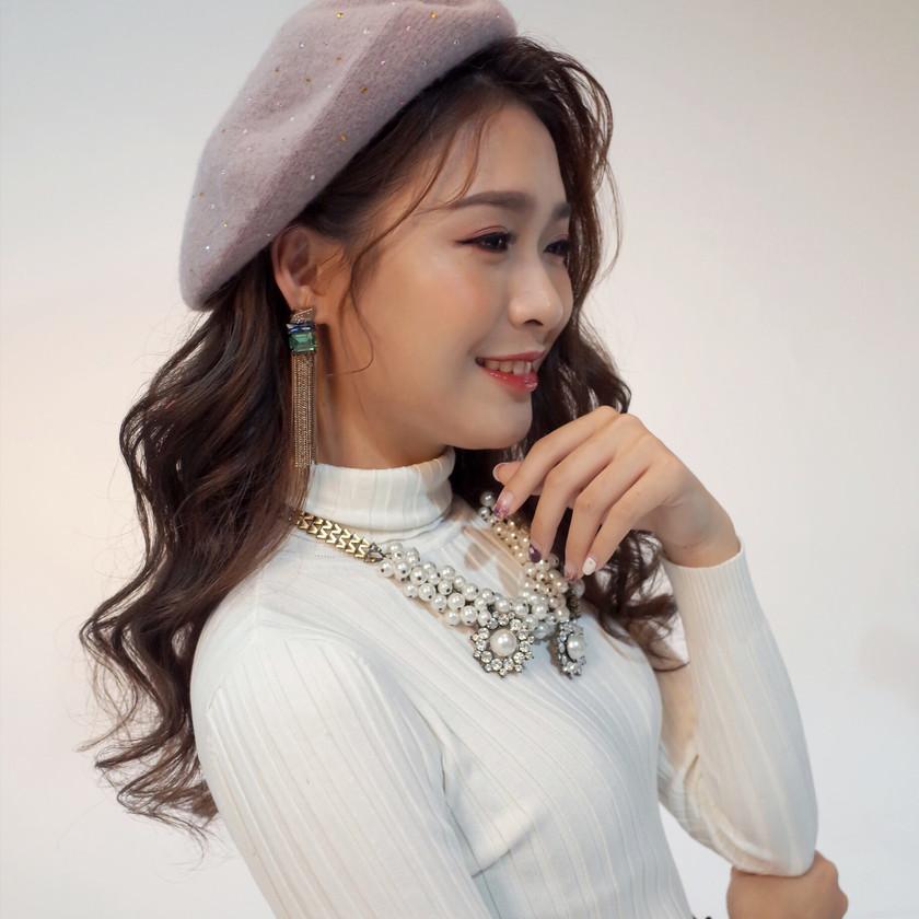 #大波浪造型 #華麗優雅造型 #捲髮造型 #百貨DM造型#女生帽子造型 #針織帽 #眼妝 #大項鍊造型