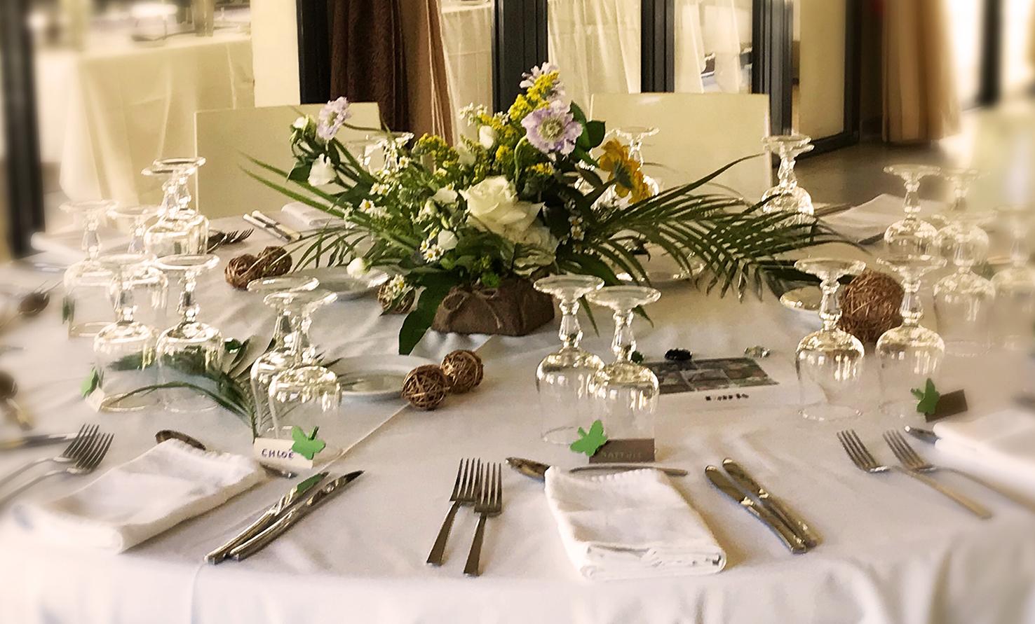 Composition centre de table invités