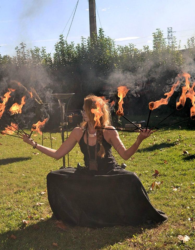 Fire fans dance
