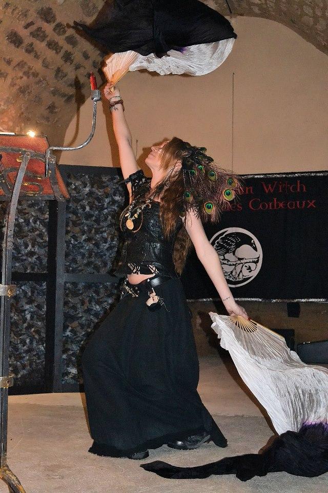Silk fans dance