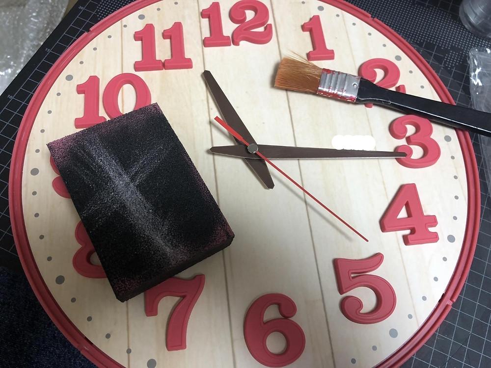 時計にヤスリでキズを付ける