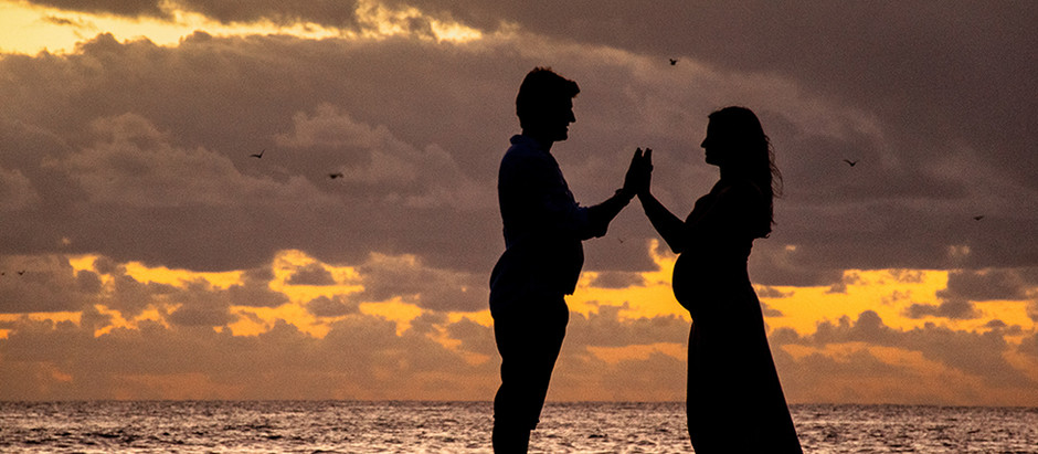 Carine e Fernando à espera da Heloísa: Ensaio Gestante ao amanhecer em Florianópolis