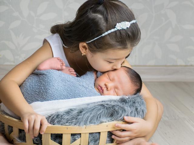 ensaio newborn com irmão