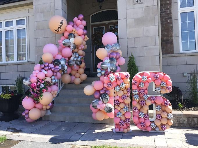 balloon-garland-decor-outdoor-front-door