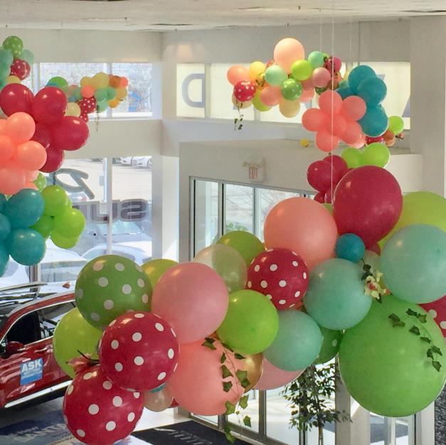 trento-kia-dealearship-balloon-ceiling-d