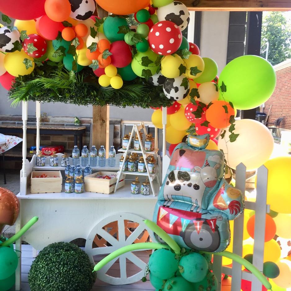 sweet-vintage-cart-balloon-decor-idea-re