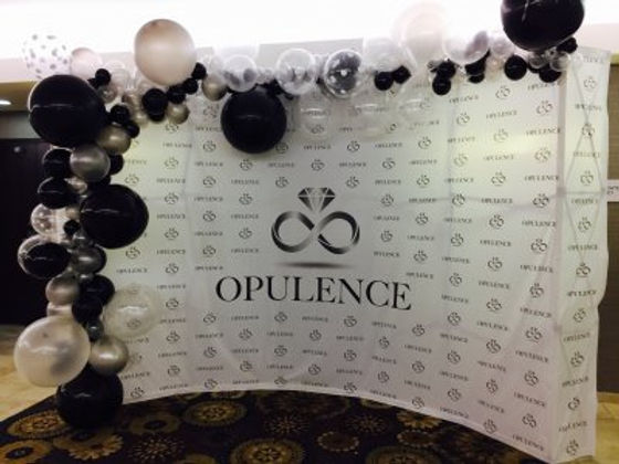 corporate_balloon_backdrop_photo_booth_i