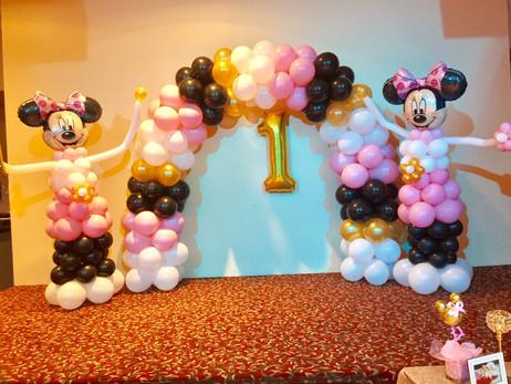 minnie-mouse-backdrop-balloon-decor-firs