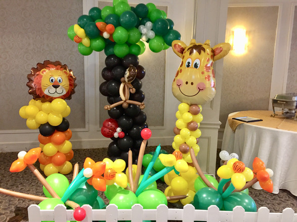 safari-jungle-theme-birthday-party-first