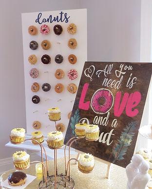 donut-wall-rental-love-sign-idea-vintage