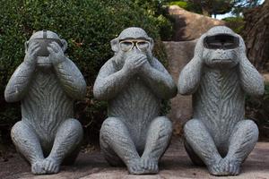 3 monos muestran la diferencia entre VR, AR y MR