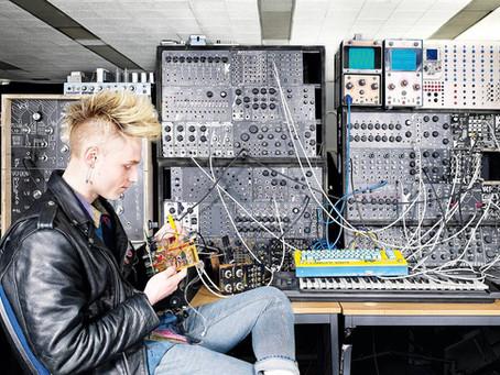Sound Artist: Sam Battle / Look Mum No Computer