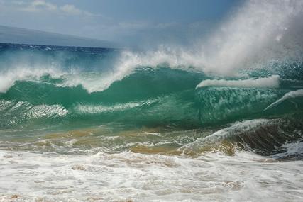 MAUI WAVES