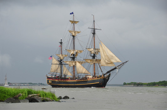 SAVANNAH SAILS, THE HMS BOUNTY