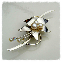 Silver floral brooch