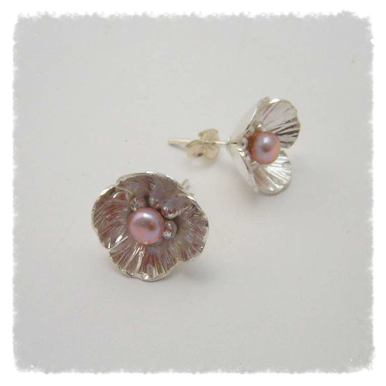 Flower studs with pearls