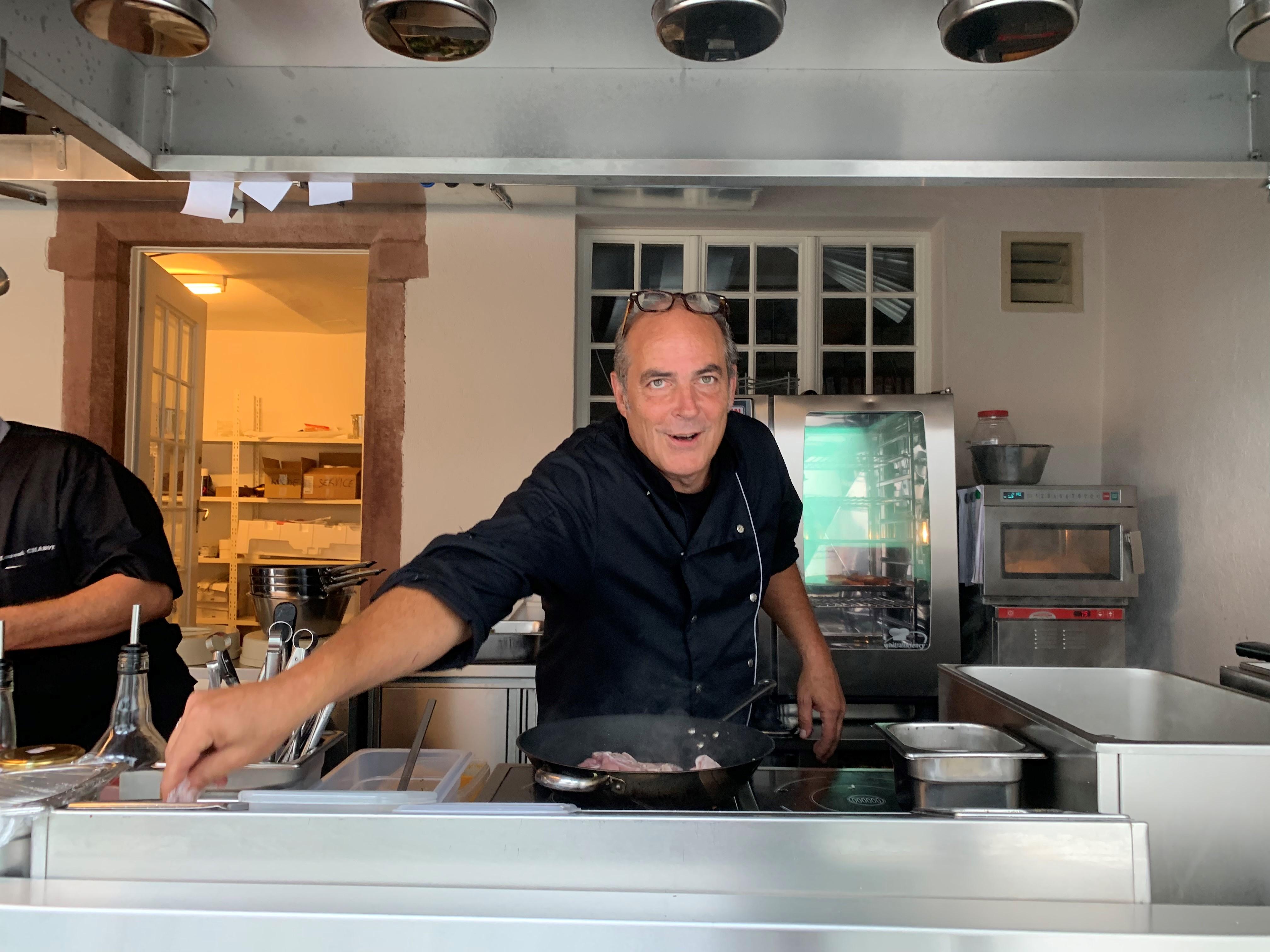 Chef Anwar Frick in der Sommerküche