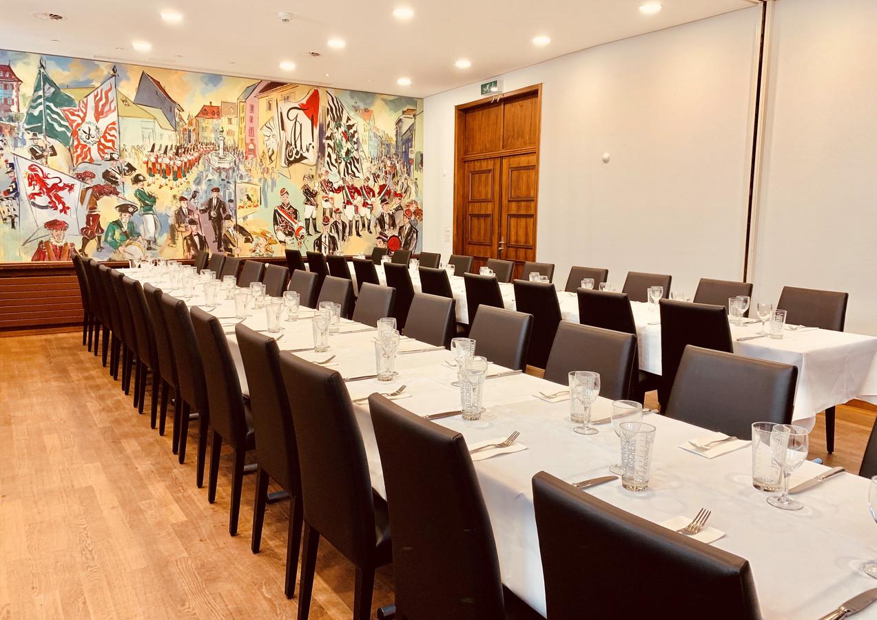 Löwensaal mit Wandbild von Domo Löw