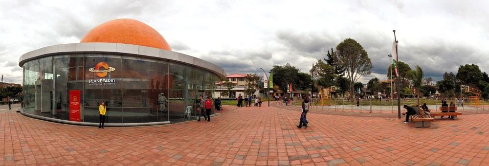De la Madre (Mother's) Park & Planetarium