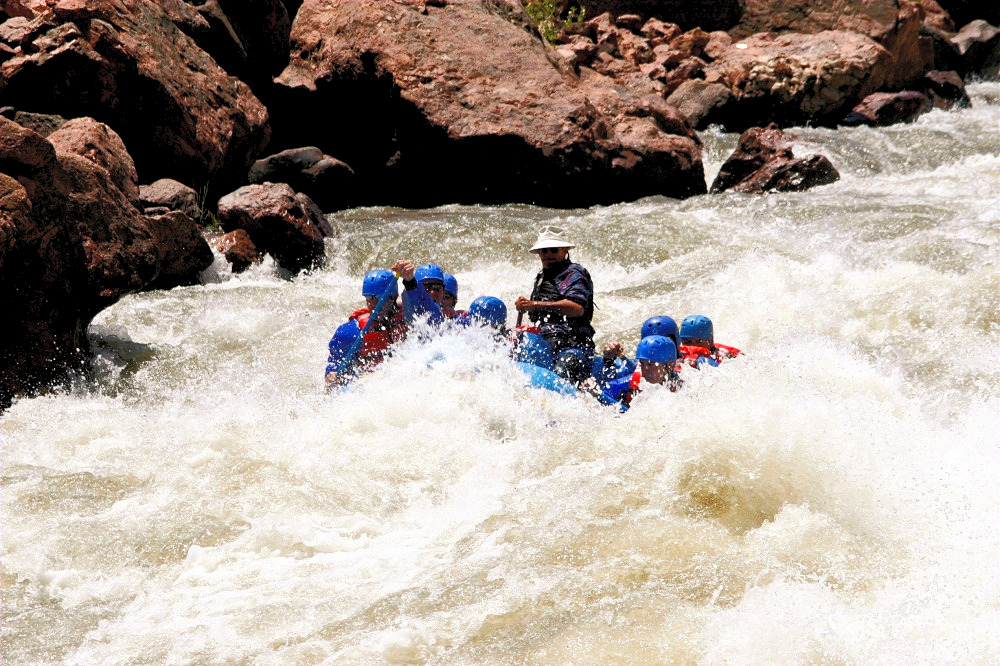 Rafting in Cuyes River