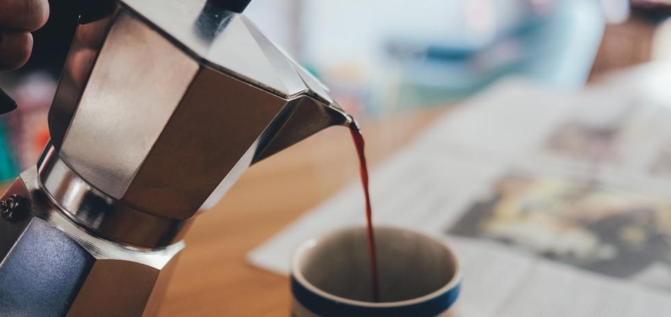 Morgendlicher frischer leckerer Kaffee
