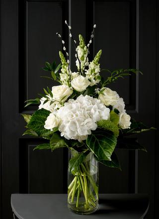 685947 White contemporary bouquet.jpg