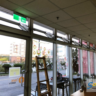 Restaurant / Bottom Hung Windows / Natural Vent / SHEV system