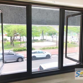 挑高店面的氣窗怎麼開?側開窗電動開窗器系統