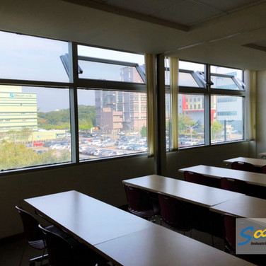 Meeting Room / Bottom Hung Windows / Natural Vent / SHEV system