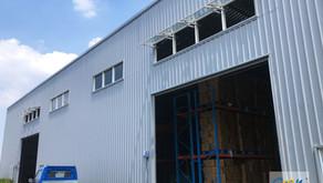 於大型廠房中設置自然排煙窗系統