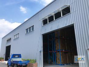 於大型廠房中設置排煙窗系統