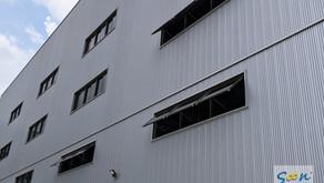 為上千坪新廠裝設電動排煙窗系統